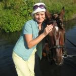 С лошадью в озере